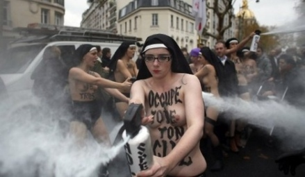 FRANCE-FEMEN-HOMOSEXUALITY-DEMO